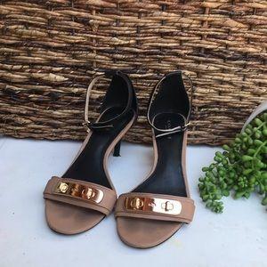 COACH🍁🍂beige and black heels Sz 7